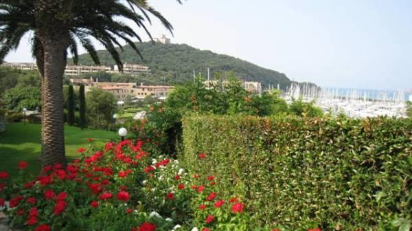 Porto vicino a Follonica